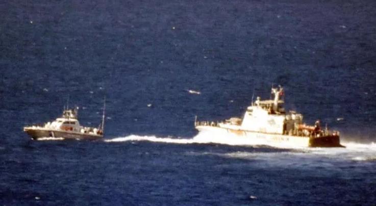 Ege'de Yunan bot Türk karasularından zorla çıkarıldı