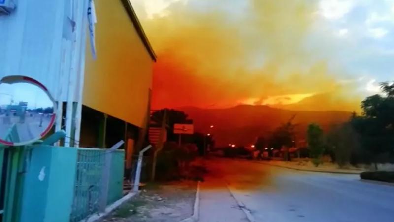 Fabrikada asit tankı patladı, gökyüzünü asit bulutu kapladı