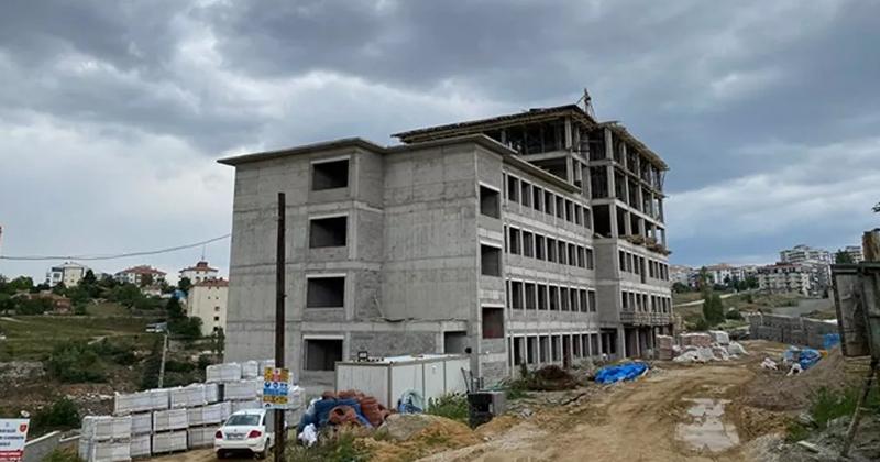 Okul inşaatı iskelesi çöktü: 2 kardeşi hayatını kaybetti