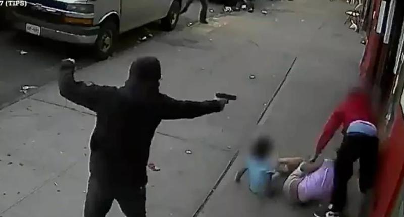 İki çocuğun önünde kurşun yağdırdı