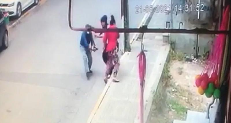Boşandığı eşine sokak ortasında kurşun yağdırdı