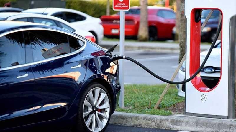 Audi, tümüyle elektrikli otomobile geçme kararı aldı