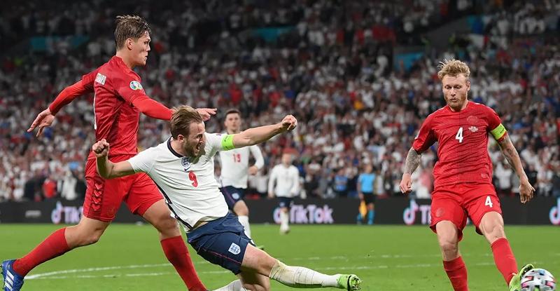 UEFA'dan İngiltere-Danimarka maçı için soruşturma