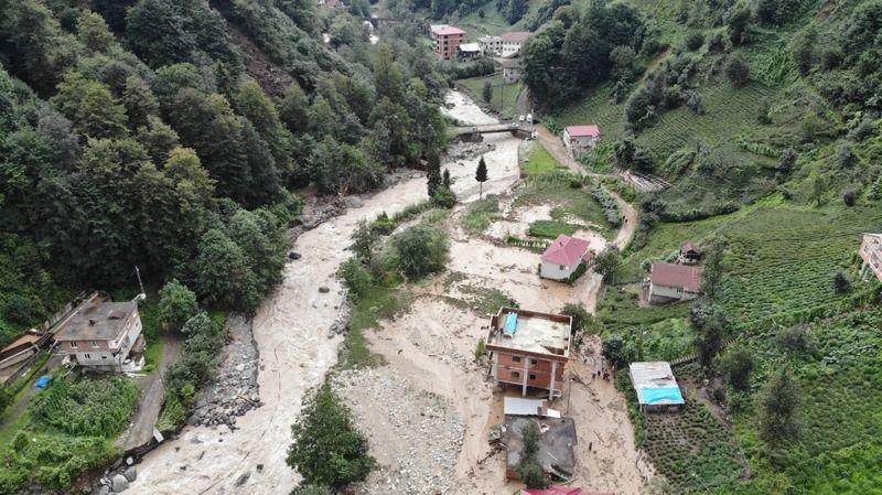 Rize'deki sel felaketinde kaybolan 2 kişinin arama çalışmaları bayramda da sürüyor