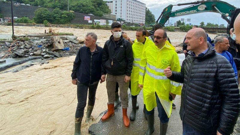 Artvin'de sel felaketinin ardından bölgeye giden Süleyman Soylu baraj patladı iddiasını yalanladı