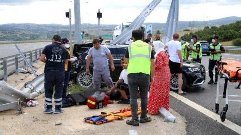 Direksiyon hakimiyetini kaybeden sürücü,orta refüje çarparak hayatını kaybetti