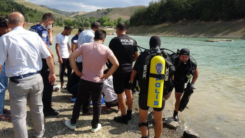4 kişiyi kurtardı kendisi boğuldu