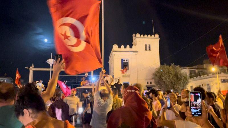Tunus'ta yaşanan olaylara Türk siyasetinden tepkiler dinmiyor