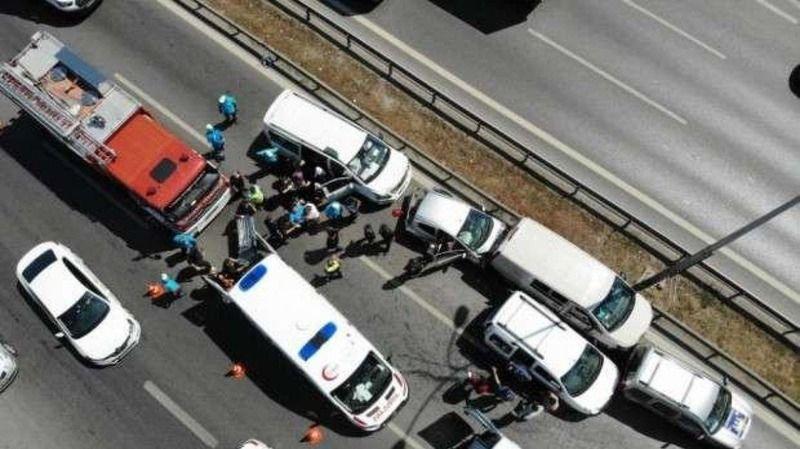 E-5'te ani fren yapan otomobil nedeniyle zincirleme kaza meydana geldi