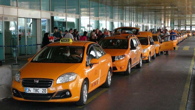 İBB, İstanbul Havalimanı'nda çalışan 150 taksinin çalışma ruhsatını iptal etti