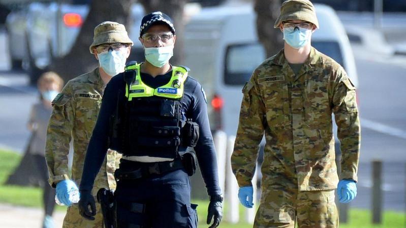 Avustralya'da pandemi kısıtlamaları için asker sokağa indi