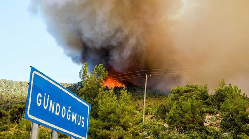 Alevler Antalya'nın Gündoğmuş ilçesine kadar ulaştı! Yerleşim alanları tahliye ediliyor