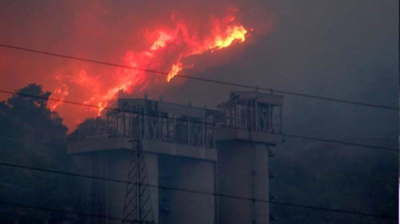 Yangın Yeniköy Termik Santraline yaklaştı