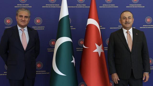 Bakan Çavuşoğlu göç merkezi iddialarını yanıtladı