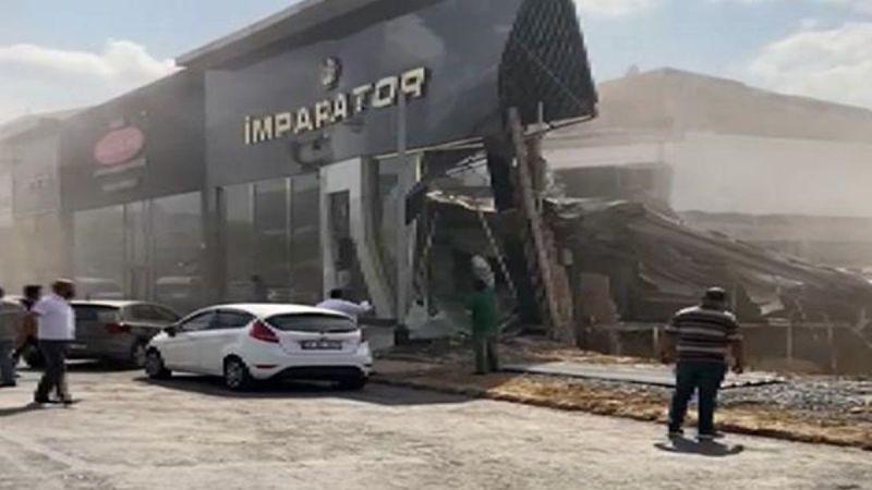 İstanbul İkitelli'de işyeri çöktü! Ekipler olay yerinde