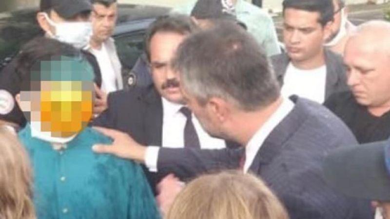 Şile İlçe Milli Eğitim Müdürü, lise öğrencisinin saçını maviye boyattığı için şiir okumasına izin vermedi
