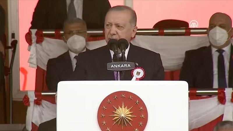 Cumhurbaşkanı Erdoğan: Şu ana kadar FETÖ mensubu olan 21 bin TSK personelinin orduyla ilişkisinin kesildi