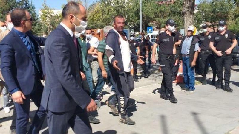 Erzurum'da Adliye Sarayı'nda intihar girişiminde bulunan şahsı, Başsavcı vazgeçirdi