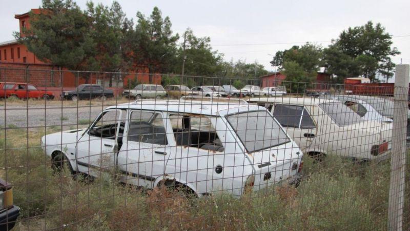 İcralık olan vatandaşların, otoparak sahibi tarafından araçlarının satıldığı ortaya çıktı