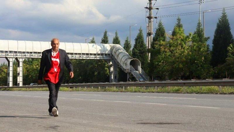 Aşı ve PCR testi olmayı reddeden adam Ankara'dan İstanbul'a yürüme kararı aldı