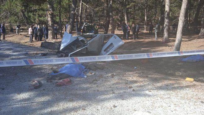 Afyon'da korkunç kaza! 5 öğrenci hayatını kaybetti