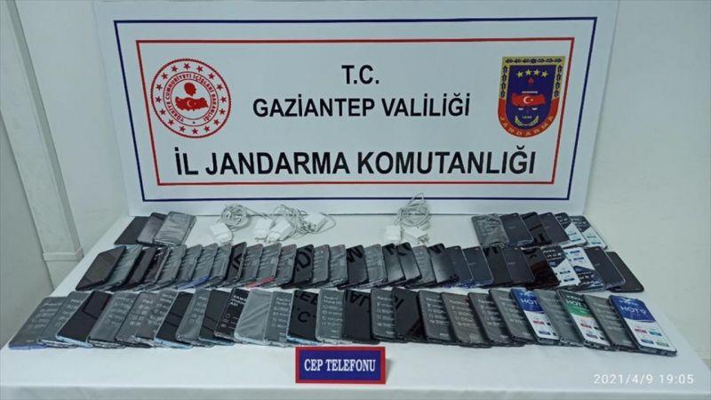 Gaziantep'te gümrük kaçağı 65 cep telefonu ele geçirildi