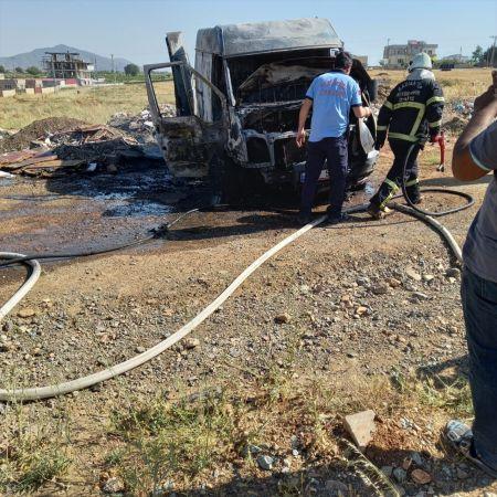Gaziantep'te seyir halindeki kamyonette yangın çıktı