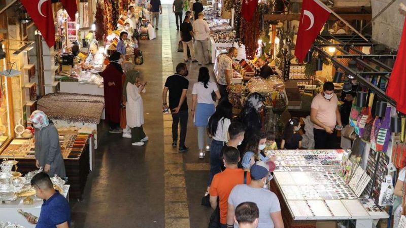 Turist yoğunluğu Gaziantep esnafının yüzünü güldürdü