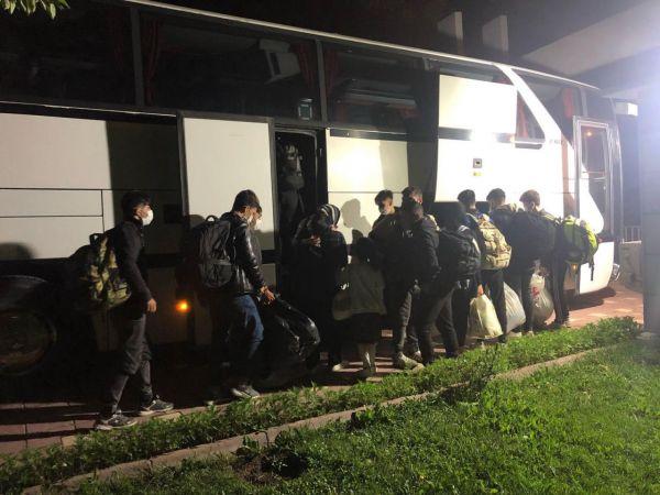 Kaçak göçmenleriİstanbul'dan alıp 'yurt dışı' diyeEskişehir'e bırakmışlar