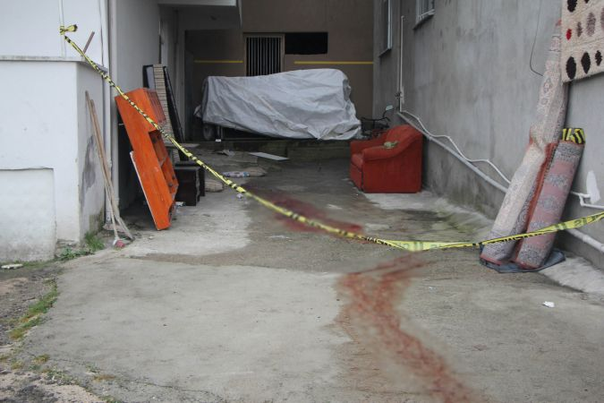 Tamir için çıktıkları çatıdan düşen 2 komşu öldü