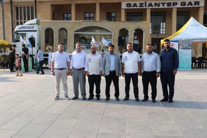HÜDA PAR Gaziantep İl Başkanı Göçer Minia Kudüs tırını ziyaret etti