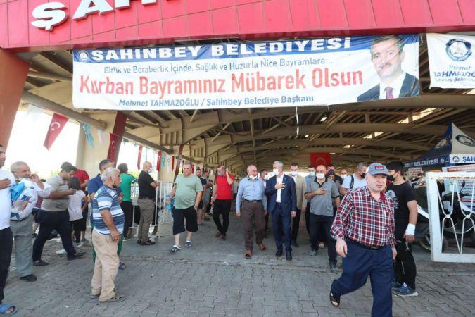 Şahinbey Belediye Başkanı Tahmazoğlu, kurban kesim alanlarını ziyaret etti