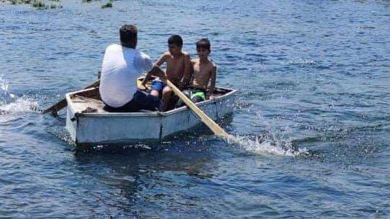 Boğulma tehlikesi geçiren babayı iki oğlu kurtardı