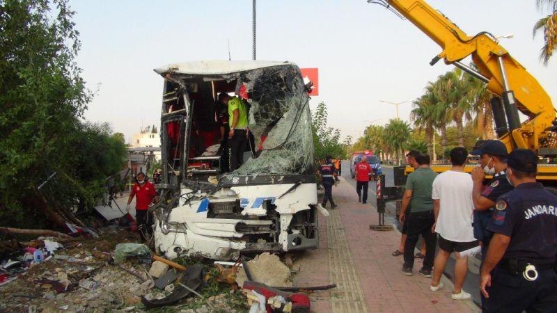 Gaziantep'e giden yolcu otobüsü şarampole devrildi