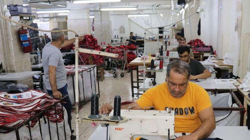 Okul çantası üretimi yapan atölyelerde hareketlilik başladı