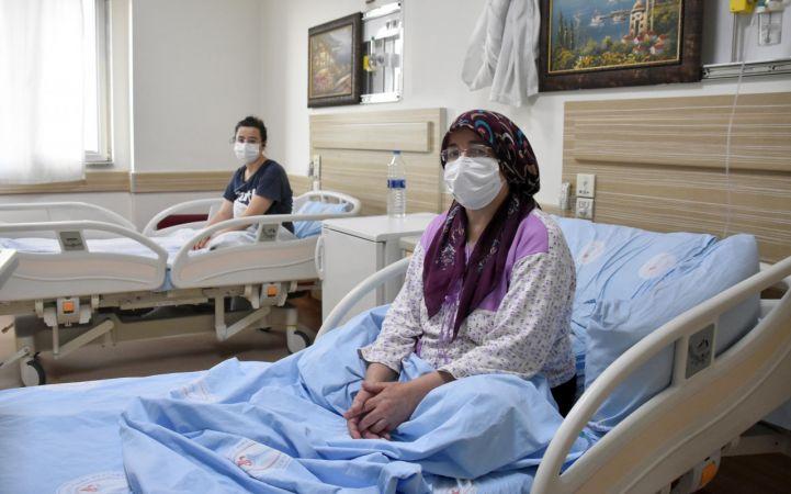 Koronavirüs aşısı olmayan anne-kız hastanede tedavi görüyor