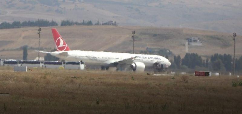 Afganistan'da görevli TSK personelini taşıyan ikinci uçak Ankara'da