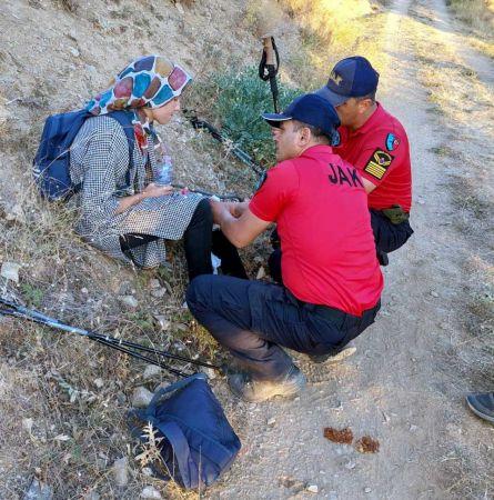 Hayvan otlatmaya gittiği dağda kaybolan genç kız, 7 saatte bulundu