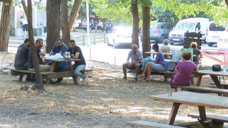 Piknikçiler ormana akın etti