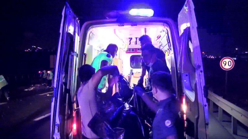 Kaza yapan sürücüye yardım için gelenlere otomobil çarptı: 1 ölü 6 yaralı