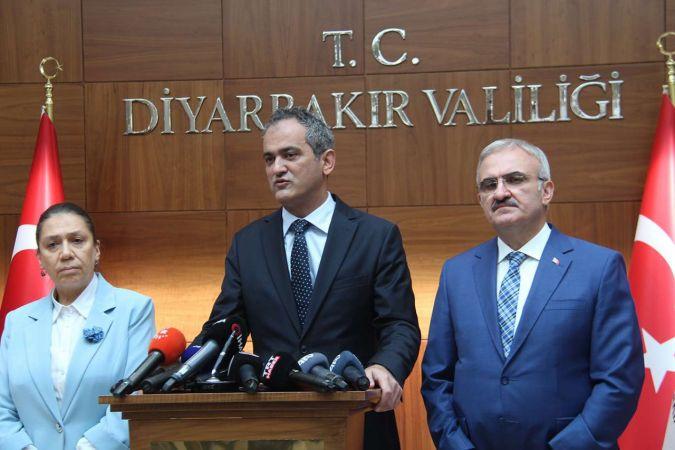 Milli Eğitim Bakanı Özer: Herhangi bir vaka nedeniyle eğitime ara veren okulumuz bulunmamaktadır