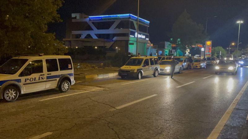 """Gaziantep'te """"dur"""" ihtarına uymayarak polise ateş açan zanlılardan biri vurularak yakalandı"""