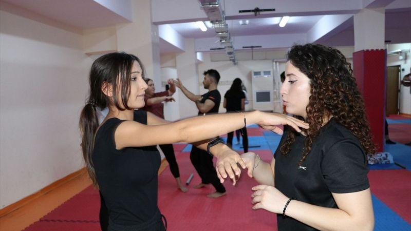 """Gaziantepli kadınlar savunma sanatı """"wushu"""" öğreniyor"""