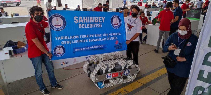 Başkan Tahmazoğlu, TEKNOFEST'te öğrencileri ziyaret etti