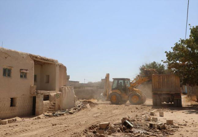 Nizip'te metruk yapılar yıkılıyor