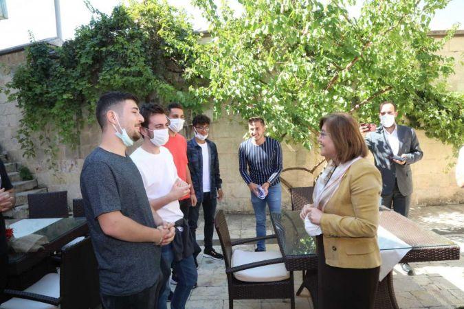 Başkan Şahin konaklama ihtiyacı giderilen öğrencilerle buluştu