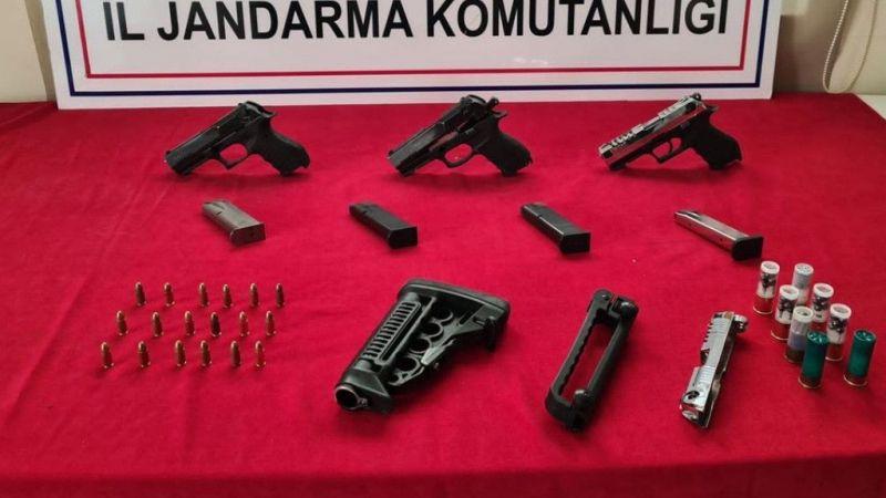 Gaziantep'te bir evde yapılan aramada ruhsatsız 3 tabanca ele geçirildi