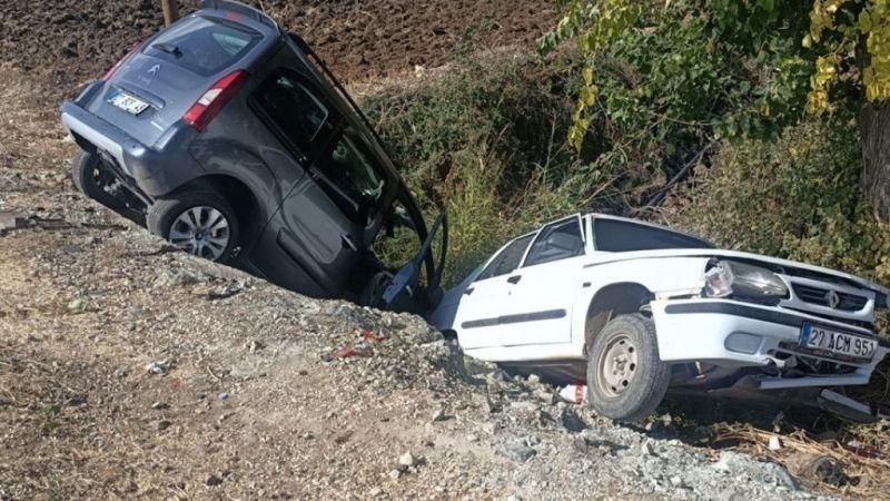 Gaziantep'te hafif ticari araç ile otomobilin çarpıştığı kazada 5 kişi yaralandı