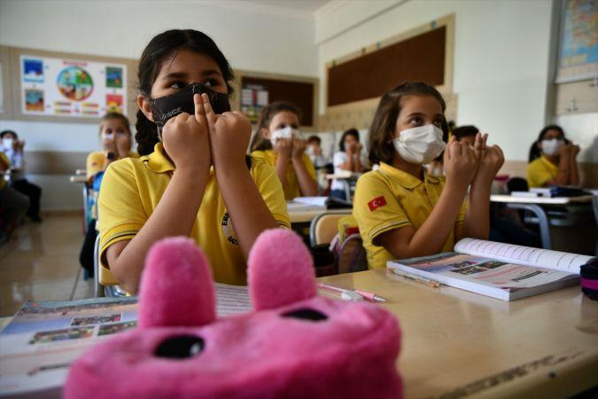"""""""Engelsiz Kent Gaziantep"""" için çocuklara işaret dili eğitimi"""