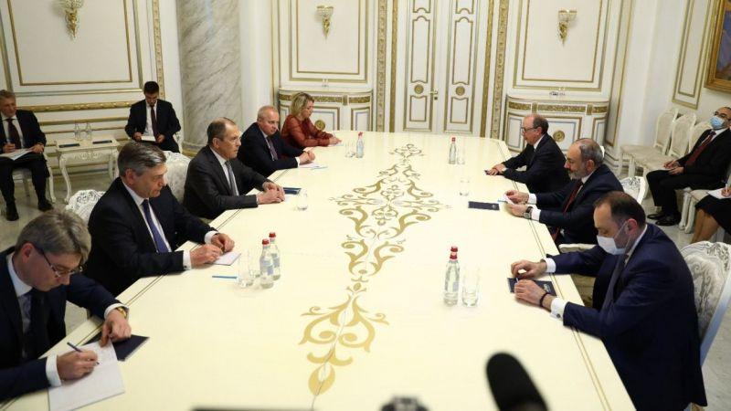 Lavrov ile  Paşinyan bir araya geldi